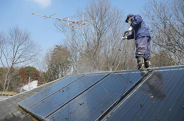屋根・外壁の高圧洗浄を行います