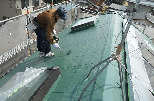 上塗りをかけて屋根塗装を終了します