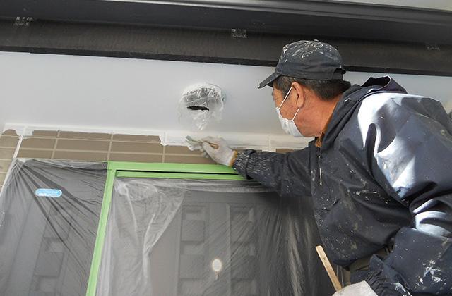 外壁の下塗材を塗っていきます