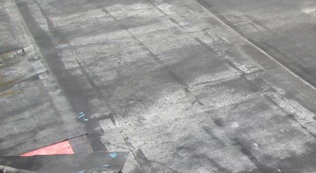 着工前:シート防水が剥れて雨漏りしている物件です