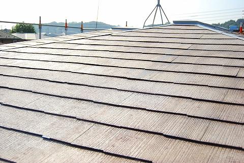 屋根塗装、下塗り段階です。