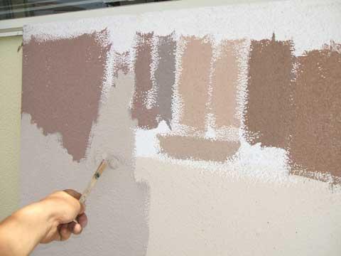 調色塗装作業中。