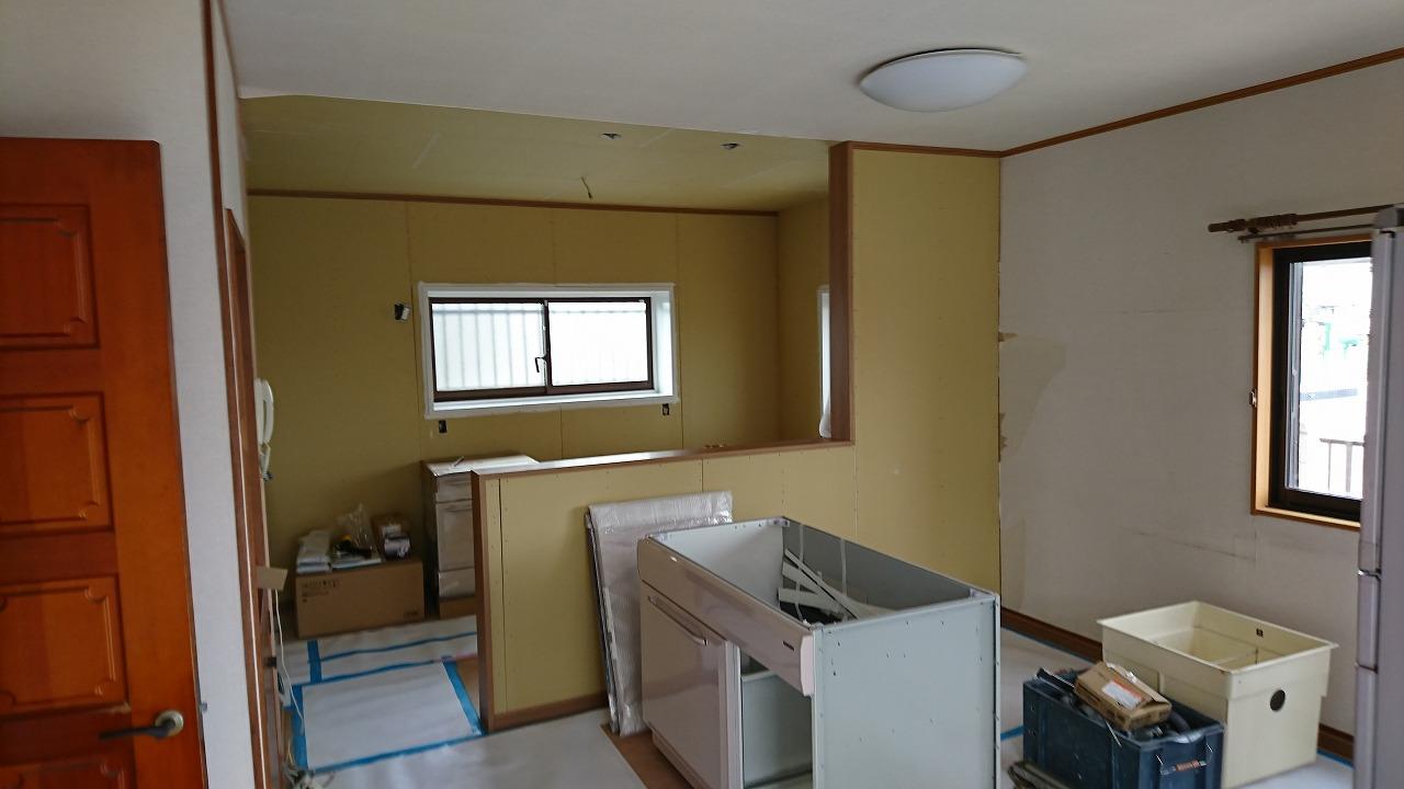キッチン対面式造作中