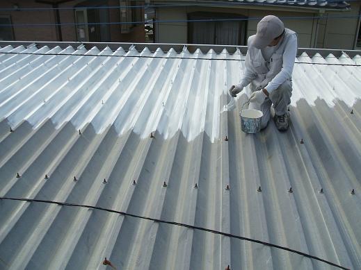 屋根塗装錆止め中