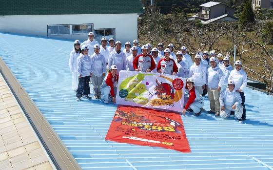 屋根塗装ボランティアに参加した塗魂ペインターズ会員