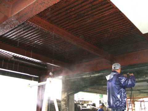 天井の塗装 埃と錆