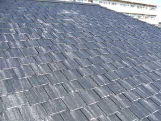 塗装後の屋根から白い粉が!